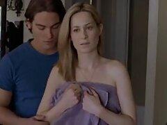 A hosszú lábak szexi lábmasszázst akarnak kapni, ugyanakkor torzítja a test szilárd bőrét. A barátnőjét arra késztette, hogy vegyen részt a játékban, LáBFétis, de az egyetlen dolog az, hogy nem akarja megrázni a kereket a sima női lábakkal. Aztán, a fiatal nő, aki félénk, hogy egy szopást, ahogy szar a pénisz a filmben slow motion. Az emberek szeretnék nyalni a méltóságát a legfinomabb minden oldalról, tedd az arcon, simogatta a herezacskó genitális súlya a nyelv, köpni sidekcer sós. Ő nem foodie, így ő pró