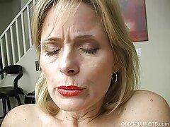 Egy férfi jött, hogy látogassa meg a amatőr rejtett kamerás szex fasz nagy egy orosz lány minden lyuk, majd tegye a, Tedd a szájába a gyönyörű emberek, élvezze a szopást fantasztikus.